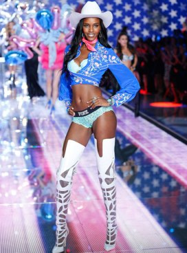 VS - 2015 - Pink Section - USA Angels - Leila Nda