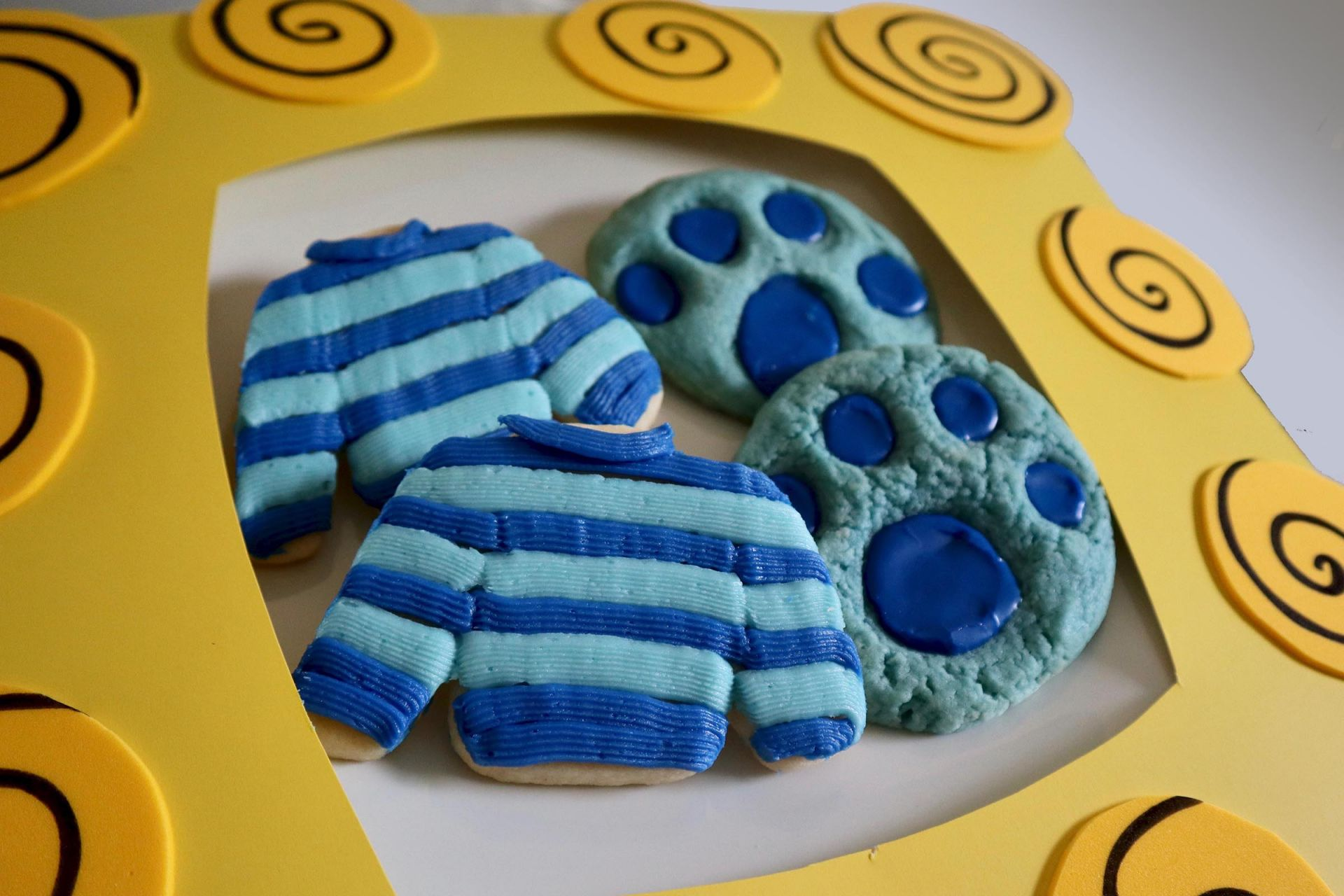 Blue S Clues And You Cookies Paw Prints And Josh S Sweater Popcorner Reviews