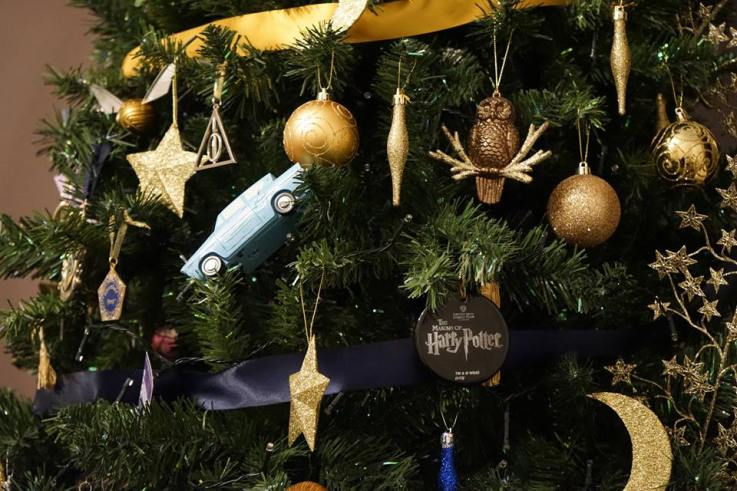 A Closer Look At The Viral Harry Potter Christmas Tree