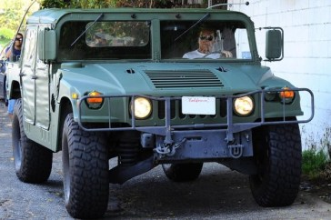 arnold-in-his-hummer