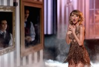 Taylor Swift kicks off the AMA's