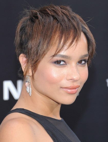 Zoe Kravitz Layered Hairstyle For Short Hair Popular