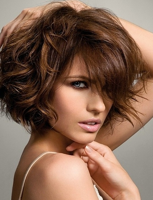 Bouncy Curls Medium Hairstyles For Women And Girls PoPular Haircuts