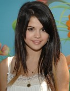 selena gomez hairstyles red highlights