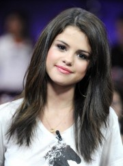 selena gomez hairstyles long straight