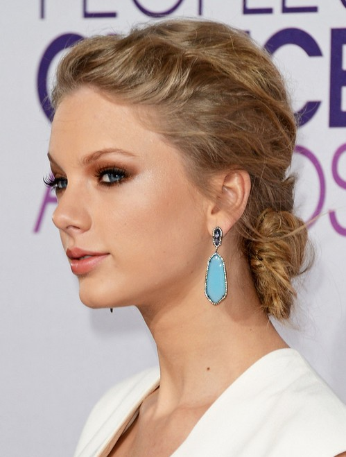 16 Taylor Swift Hairstyles PoPular Haircuts