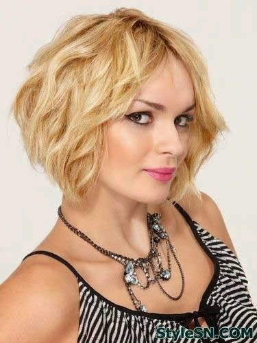 Blonde Wavy Bob Haircut: Summer Hair Styles for Short Hair