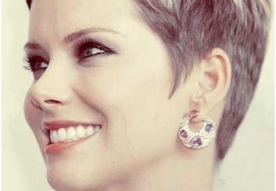 Chic Short Haircuts For Women Over 40 50 Pixie Hairstyles Via