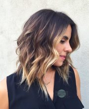 wavy shoulder length hairstyles