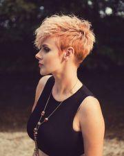trendy pixie hair cut blondes
