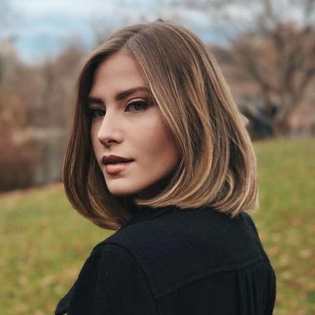 classic shoulder length haircut for women, best medium