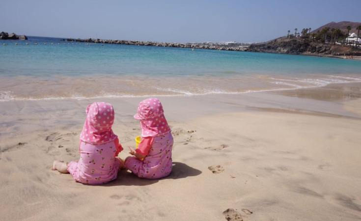 beach-holiday-with-twins