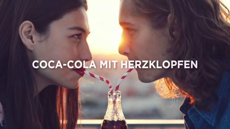 """Screenshot aus Coca-Cola Werbung """"Anthem"""" Werbung"""