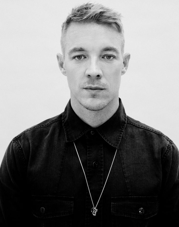 """mtheory LLC, <a href=""""https://commons.wikimedia.org/wiki/File:Diplo_2014_Press_Photo.jpg"""">Diplo 2014 Press Photo</a>, Abgeschnitten, <a href=""""https://creativecommons.org/licenses/by-sa/3.0/legalcode"""">CC BY-SA 3.0</a>"""