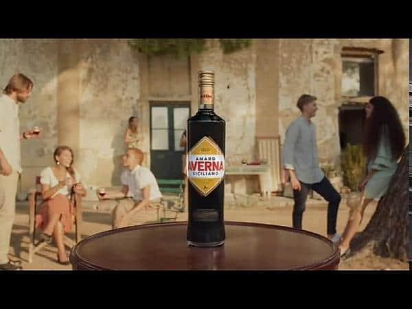 Screenshot aus der Averna Werbung