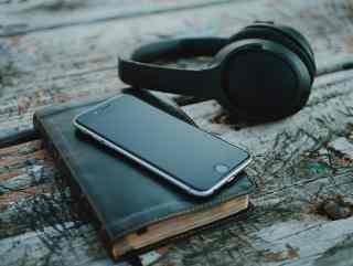 iPhone und Kopfhörer