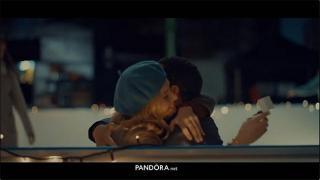 Screenshot aus der PANDORA Jewelry Werbung