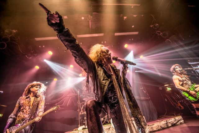 Steel Panther, Train