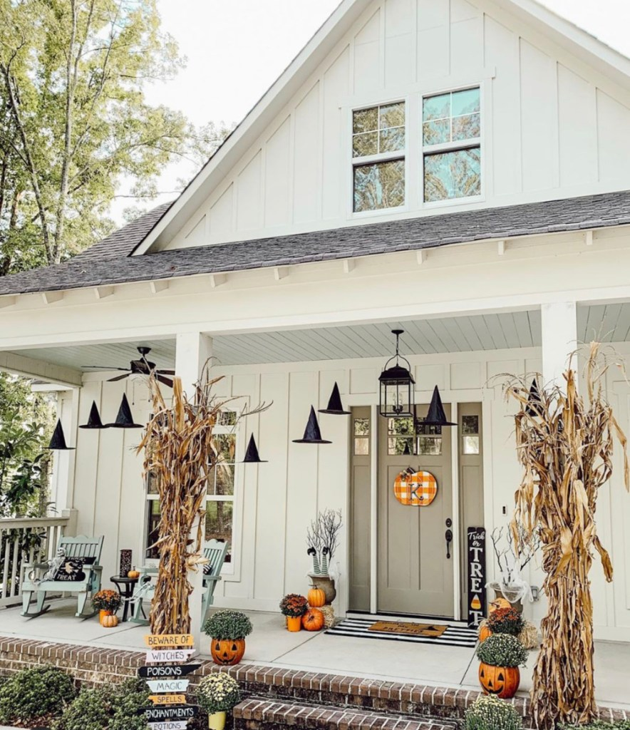 #fallfrontporchdecor #frontporchideas #fallporch #fallfrontporch #falldecorideas #fall #falldecor | Poplolly co