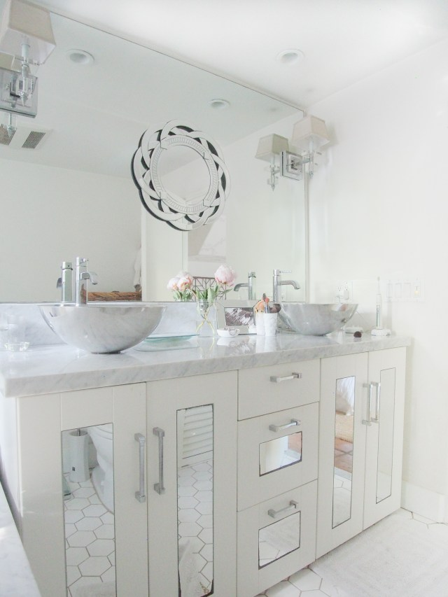 clean master bathroom | 30 day home cleaning challenge | Poplolly co