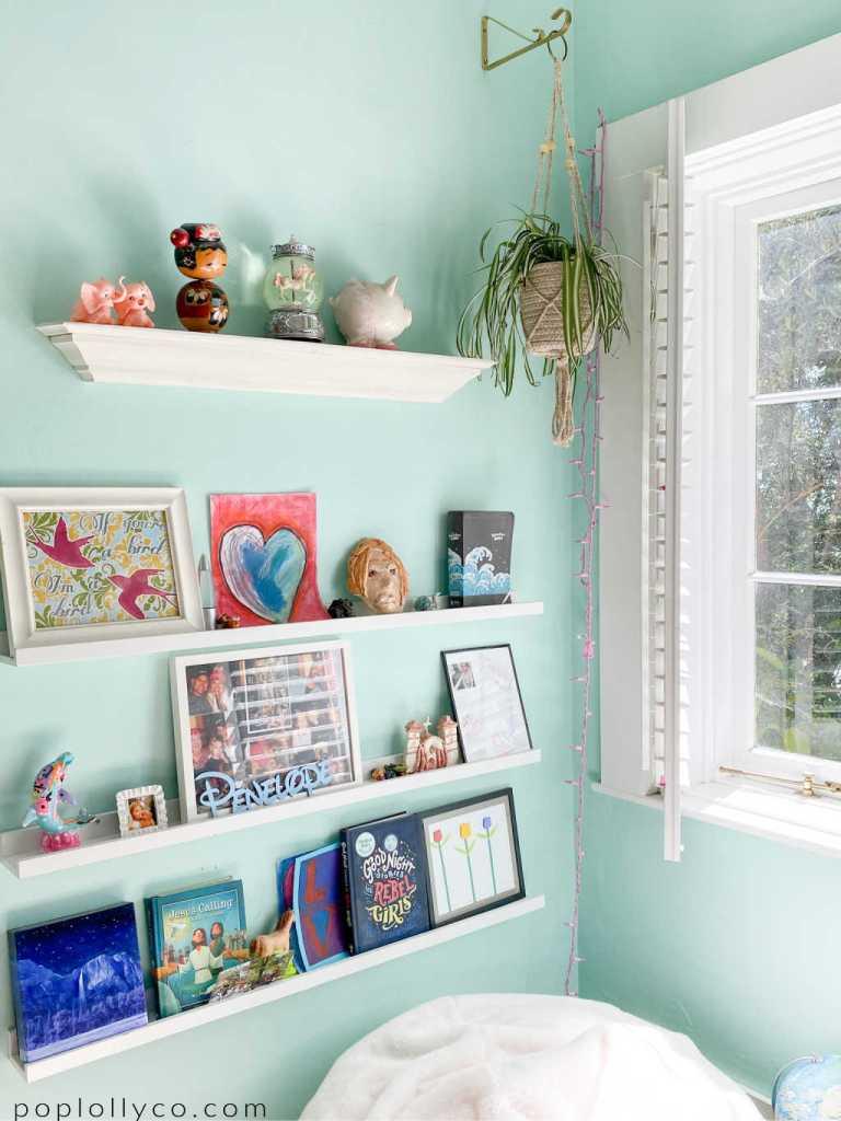kids bookshelf ideas with hanging spider plant #girlsbohobedroom   Poplolly co