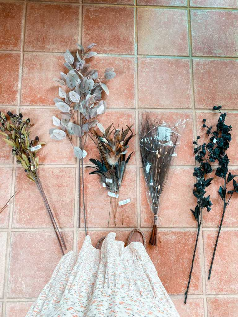black feathers | faux and dried flowers for a pampas grass garland | how to | Poplolly co