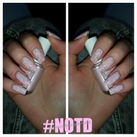 #NOTD: Ariana Grande Inspired Nude Nails Ft. Essie ...