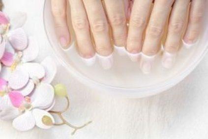 eau oxygénée ongles blancs