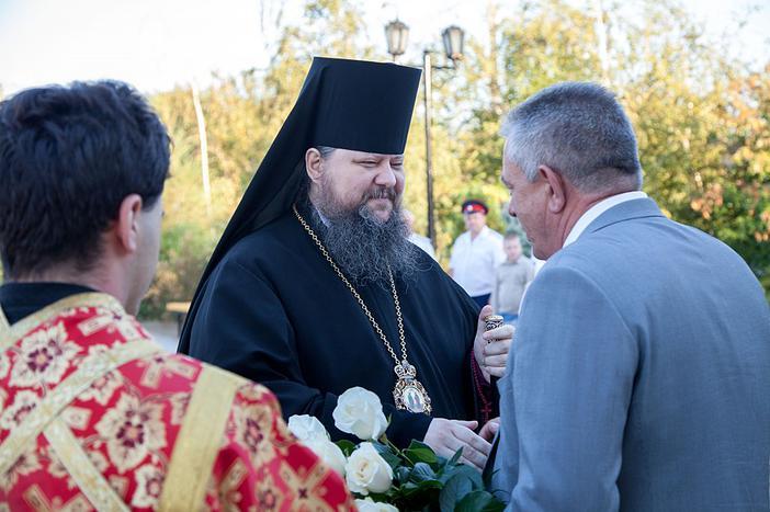 Епископ Волгодонский и Сальский Корнилий и глава администрации Пролетарского района Ю.А. Гречанов