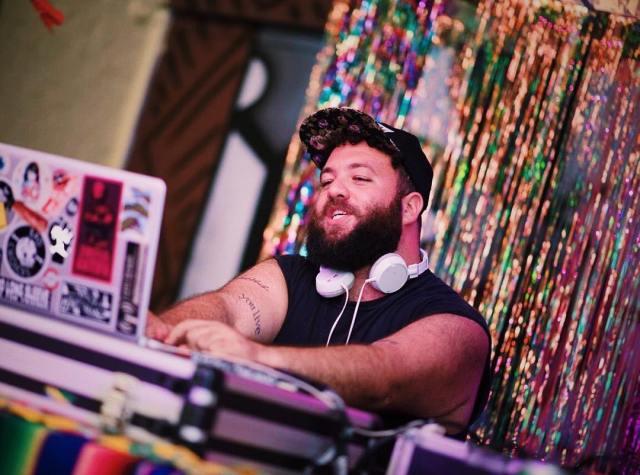 DJ Seabra faz sua casa virar uma boate com essa playlist