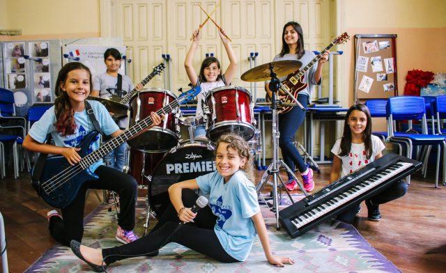 Pop Plus 25 apoia os projetos sociais Girls Rock Camp, Casa 1 e Cruz Vermelha
