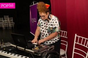 Playlist da DJ Juliana Barbosa te faz dançar com uma mão na consciência