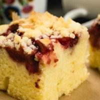 Waniliowe ciasto ucierane z truskawkami i kruszonką