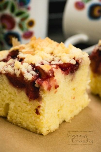 ucierane ciasto z truskawkami