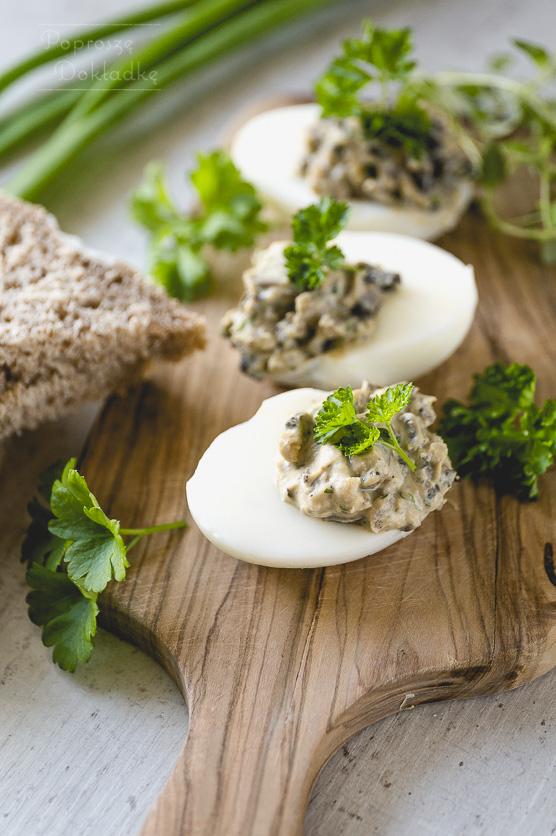 Jajka faszerowane pieczarkami przepis