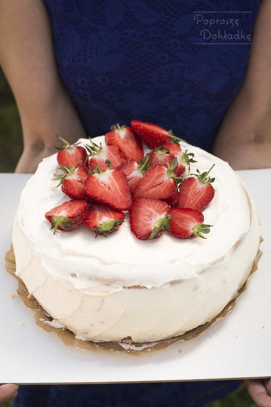 Najprostszy i najlepszy tort truskawkowy przepis