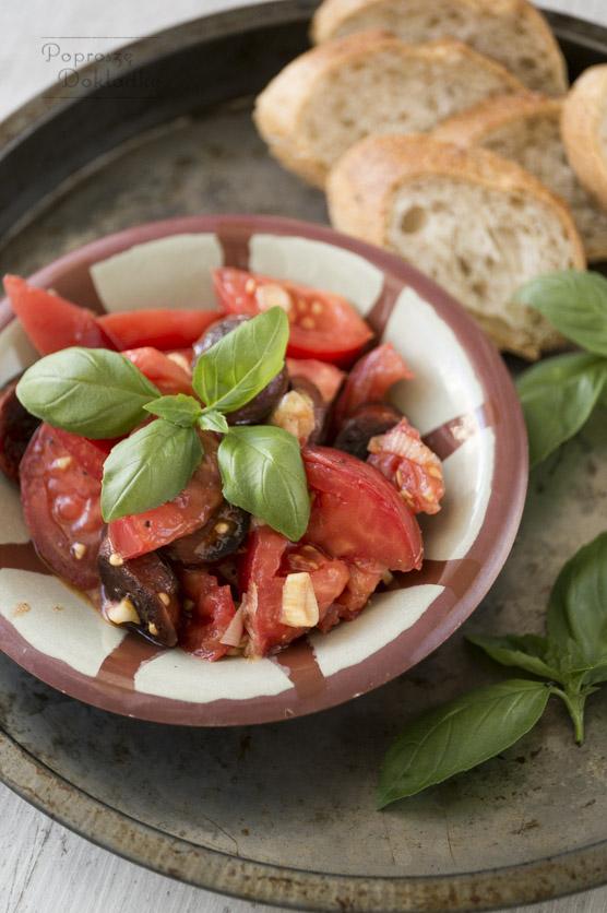 Sałatka z pomidorów i chorizo przepis
