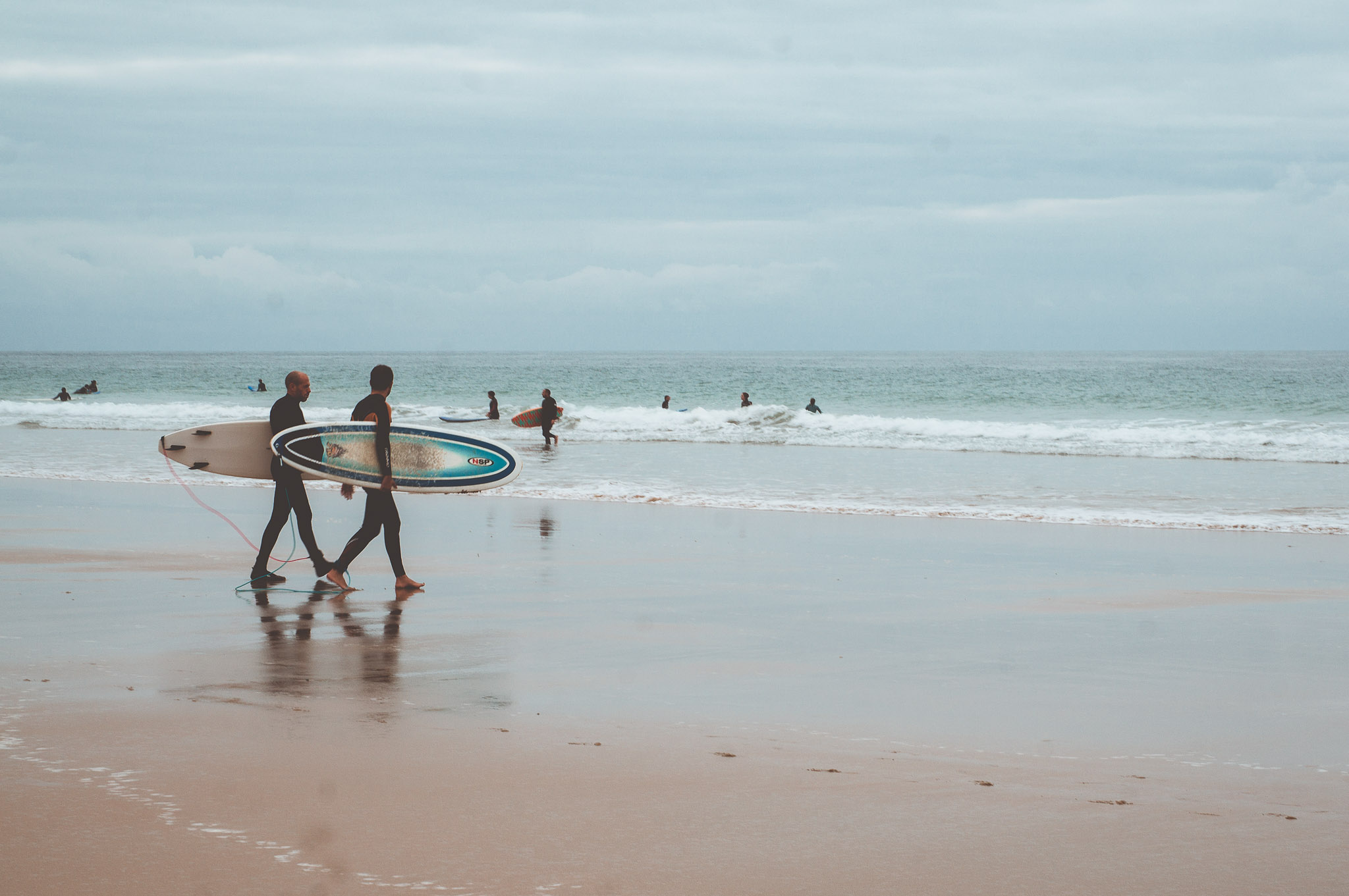 Surferzy w andaluzyjskiej mecce Surfingu - El Palmar