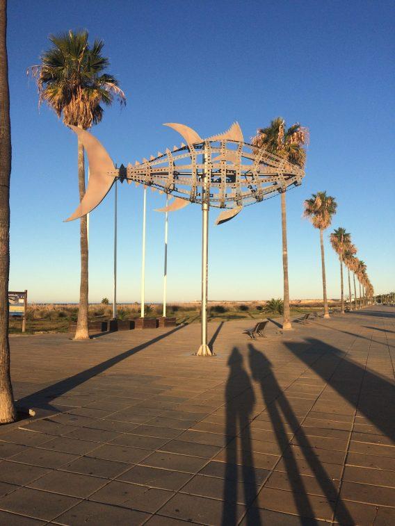 błękitne niebo i palmy, wszędzie palmy