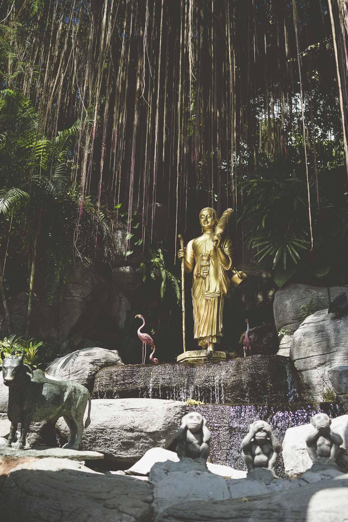 Wat Saket z przepięknymi ogrodami dającymi chwilę wytchnienia w upale
