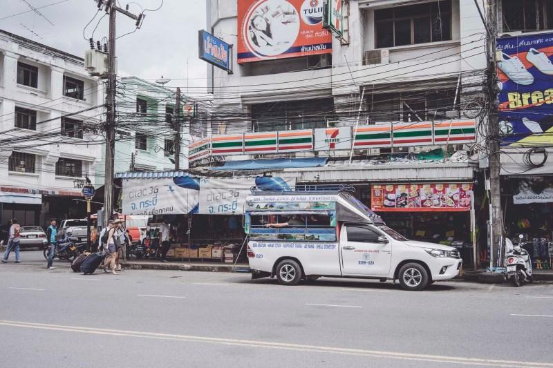 Songthaew - najbardziej popularny środek transportu w Krabi