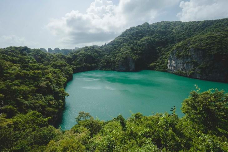 błękitna laguna w Parku Narodowym