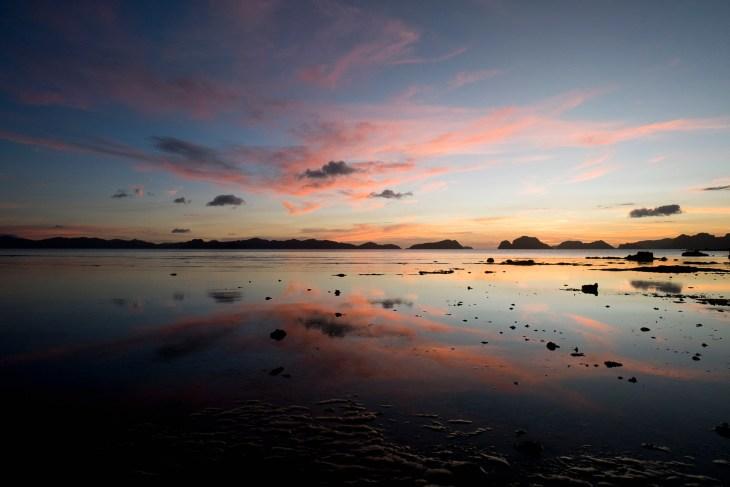 zachód słońca na plaży Las Cabanas