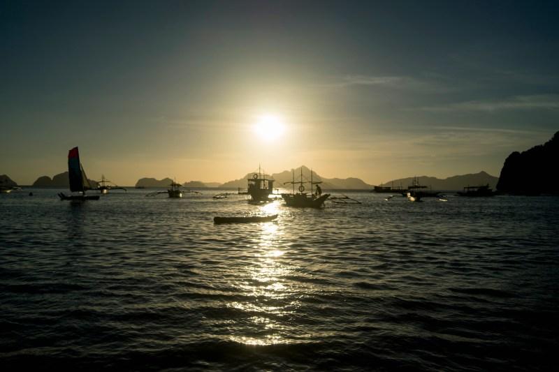 zachód słońca na plaży Corong-Corong