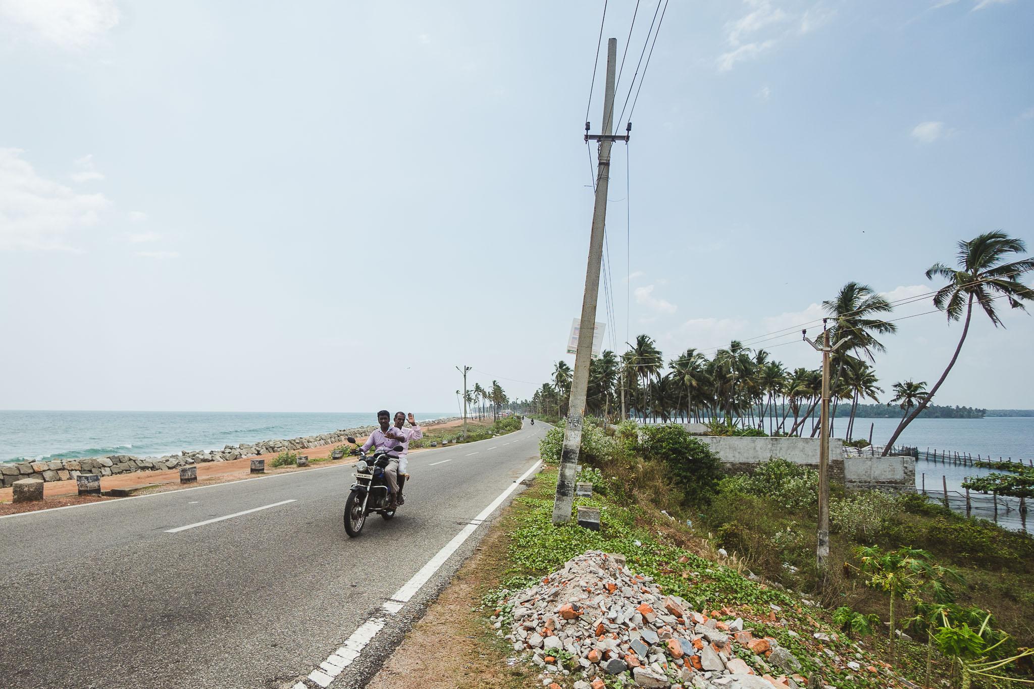 droga pomiędzy morzem i jeziorem, Varkala, Kerala, Indie