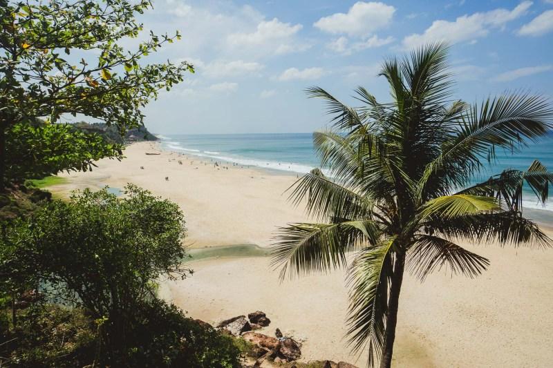 widok na plażę prosto z klifu, Varkala, Kerala, Indie
