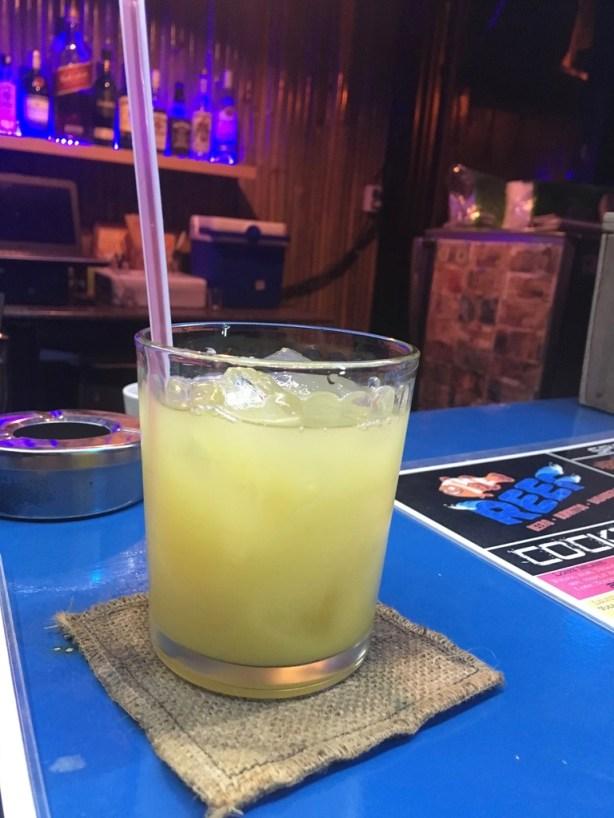 kokosowy rum z sokiem ananasowym najlepiej smakują w The Reef :-)