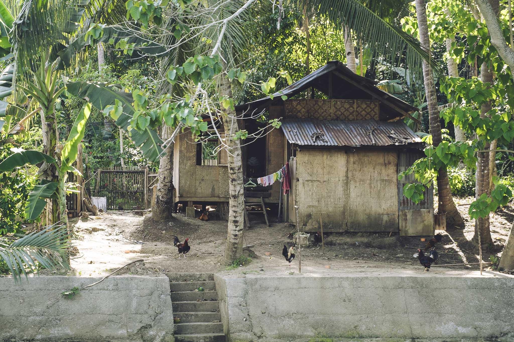 Domy jak ten to niestety wciąż typowy widok na filipińskiej wsi