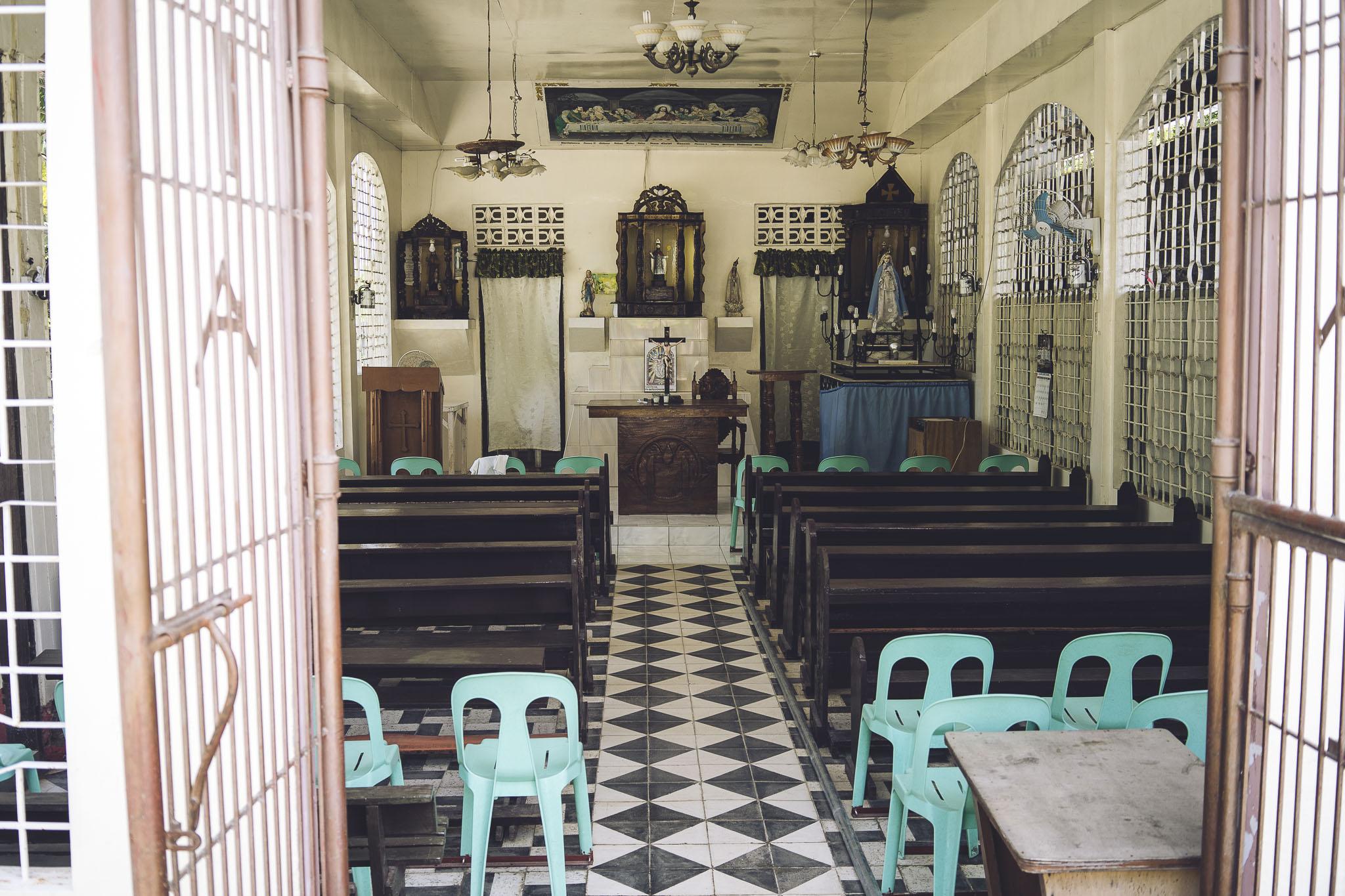 Jeden z przydrożnych kościołów od środka, Filipiny, Panglao