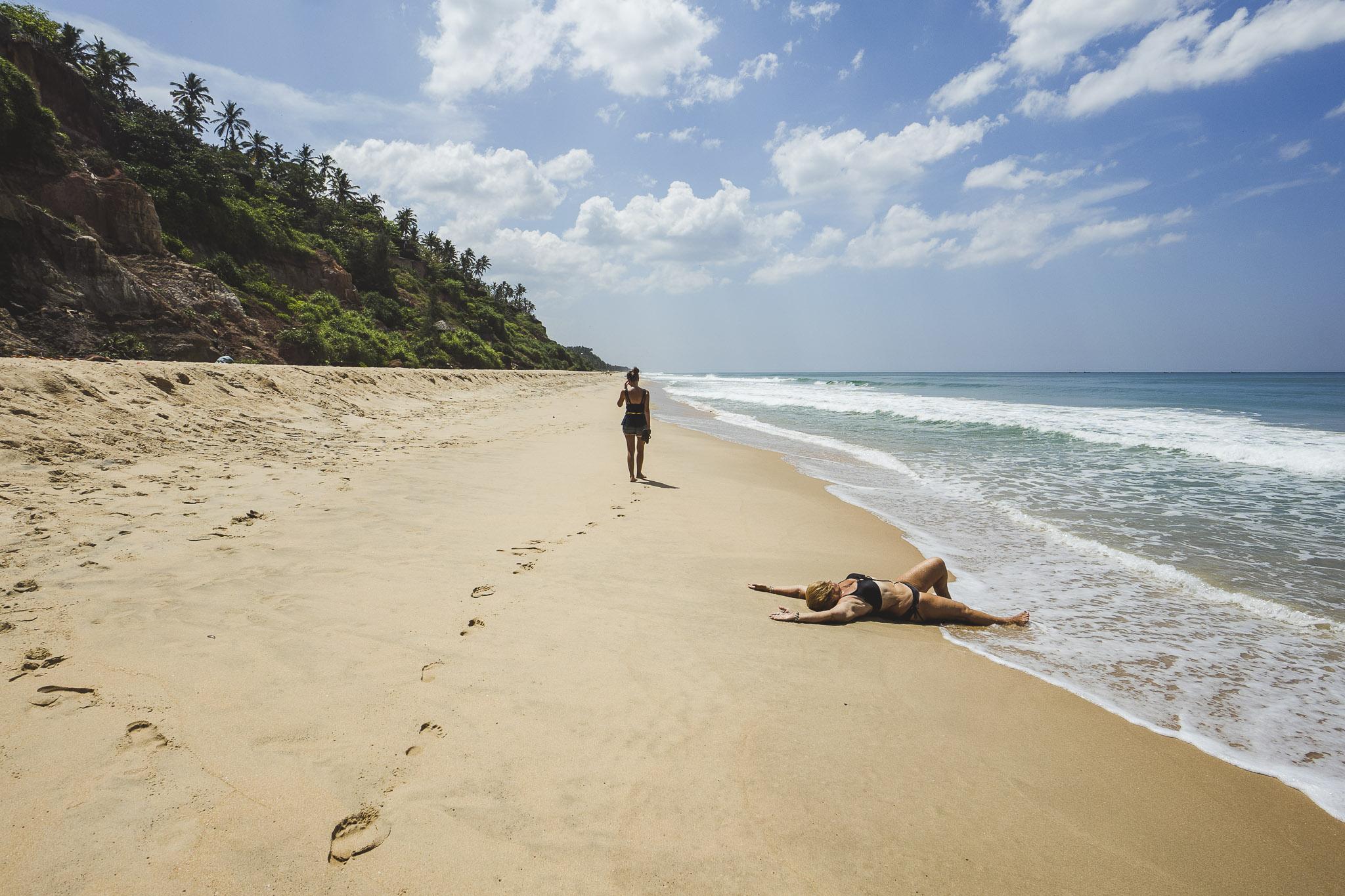 Plażing w Varkali, boki też się muszą przypiec